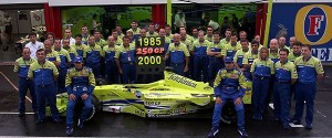 f1-belgian-gp-2000-the-minardi-fondmetal-team-celebrates-250-grand-prix